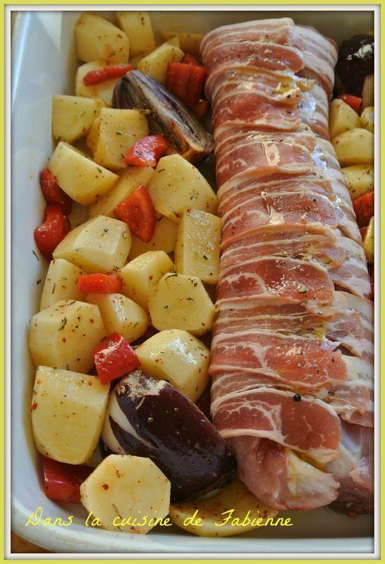 Filet mignon au four, lard fumé, poivrons et pomme de terre