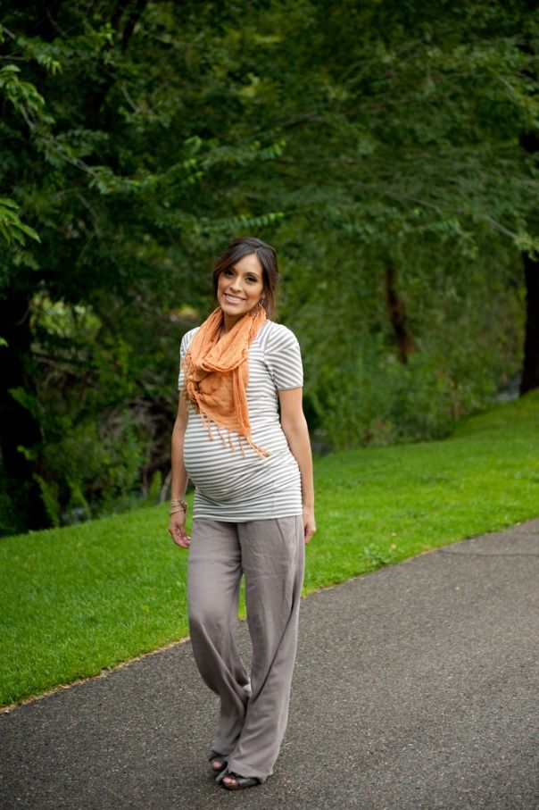 Chic Maternity outfits! What I would give to be able to wear cozy pants right now!!