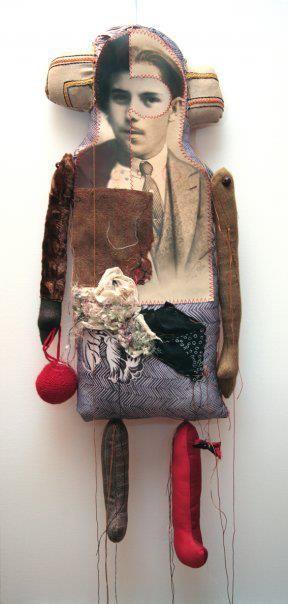 Cecile Perra Foto's geprint op stof en daar dan onderdelen van de poppen mee maken..