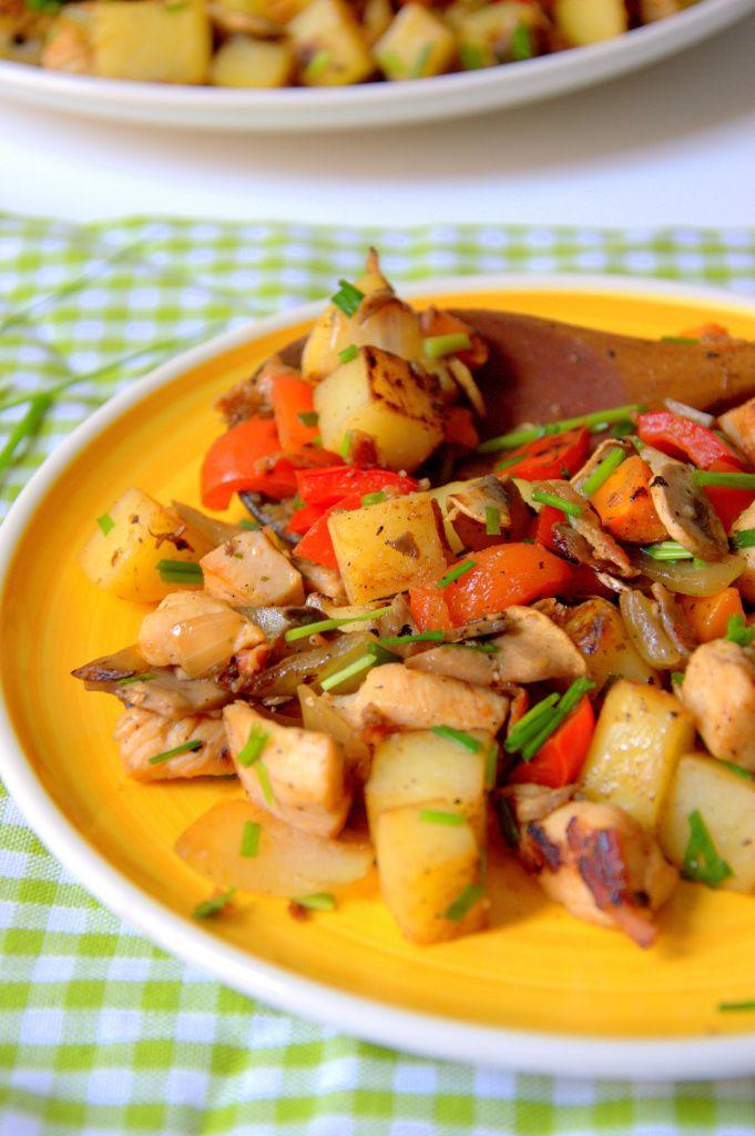 Salteado de patata, pollo y verduras