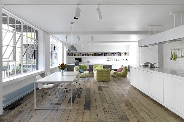 Photographer Eric Perlman - a self-confessed ex-hippy - wanted a calm space with a New York warehousey feel when he redesigned his Bermondsey flat from scratch.  http://www.homesandproperty.co.uk/your_home_and_garden/my_home/perlmanhome.html