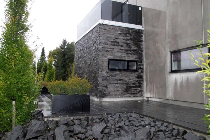 Charcoal XL - Residential - Cambridge - Entryway Feature Wall 2.jpg