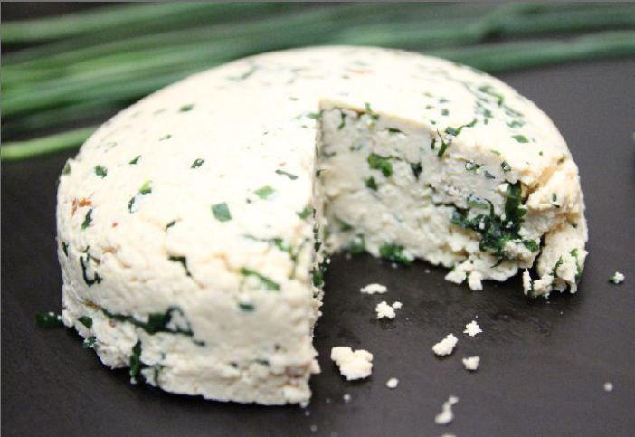 Domáci bylinkový syr