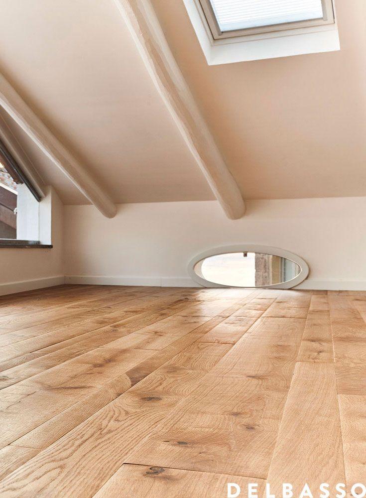 Mansarda con pavimento in legno di quercia francese oliato natura. Attic with french oak floor, oil finished, colour: Natura. #parquet realized by @delbassoparquet
