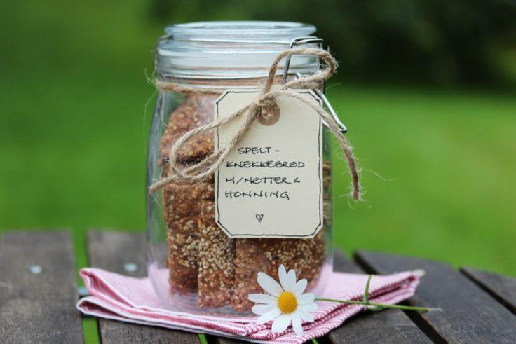 Speltknekkebrød med nøtter og honning