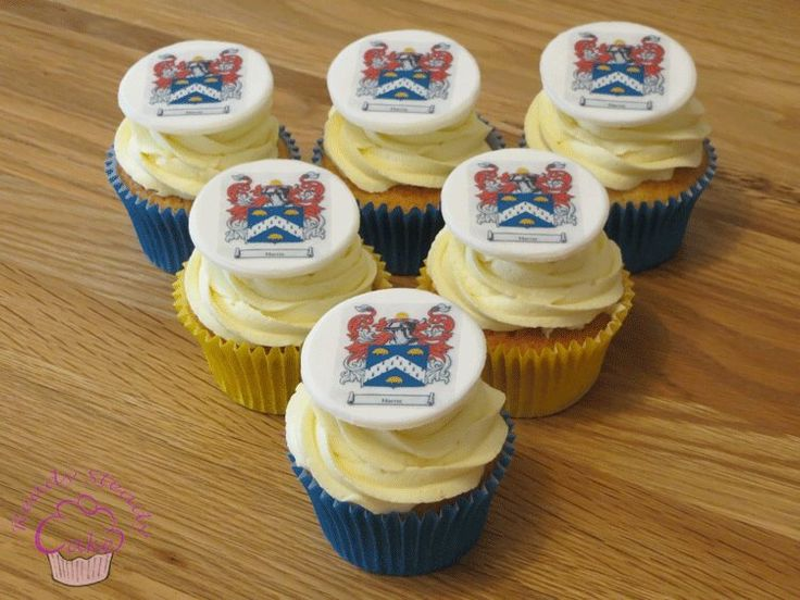 Family crest cupcakes