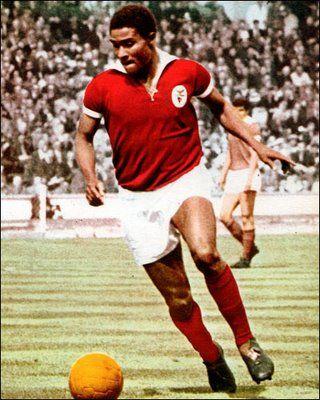 Marele fotbalist Eusebio a murit!http://www.jurnalul24.ro/marele-fotbalist-eusebio-a-murit/