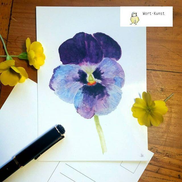 Lust auf Frühling? So schön die weiße Pracht da draußen auch aussieht - mir ist nach Frühling...  Und so habe ich jetzt auch Eine Postkarte mit einem Stiefmütterchen im Sortiment. Gefällt sie Euch?    #Stiefmütterchen #Aquarellillustration #botanischeillustrationen #frühling #kunstpostkarten #botanicalwatercolor #artforsale #artonpaper #blumenliebe #frühlingssehnsucht #illustrationgram #illustratorlife