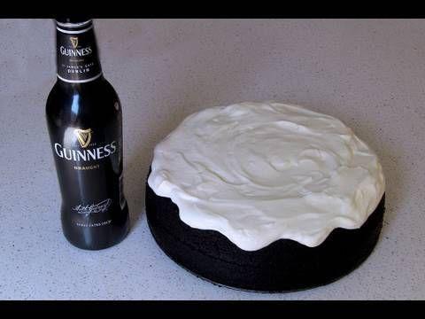 Tarta Guinness - 250 ml cerveza Guinness - 250 gr. mantequilla - 75 gr. cacao en polvo - 400 gr. de azúcar - 250 gr. de harina - 1 cucharadita de azúcar avainillado o esencia - 2 y 1/2 cucharaditas de bicarbonato (si se desea, sustituir por 1 sobre de levadura química) - 140 ml. de nata líquida 35% MG - 2 huevos Para el frosting: 300 gr. queso de untar, 150 grs. azúcar glass y 360 ml. nata líquida 35% MG (para montar) (para mi gusto sobra la mitad del frosting. Así que podéis hacer menos)