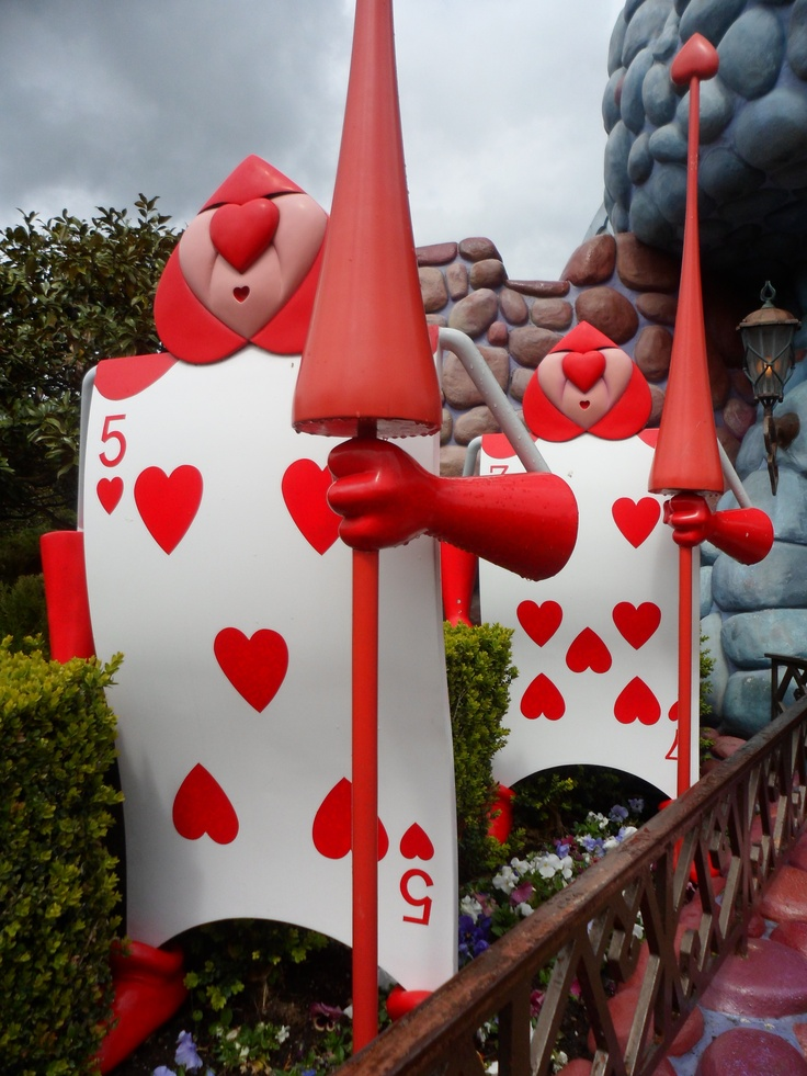 Guards at the Queen of Hearts Castle in Alice's Curious Labyrinth. Disneyland Paris #DLRP #DLP #Disney
