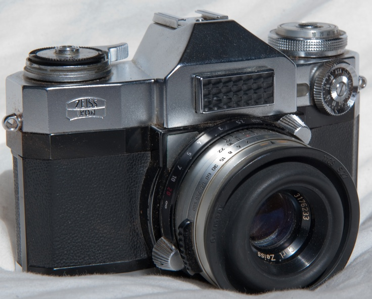 1959-1960 Zeiss Ikon Contaflex Super: Camera passed down to me from my great-uncle
