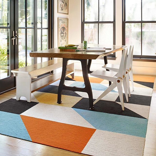 This Graphic Rug In Our Made You Look Style Gives Rustic Dining Room A Little