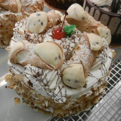 cannoli cake from carlo 39 s bakery the cake boss cake boss. Black Bedroom Furniture Sets. Home Design Ideas
