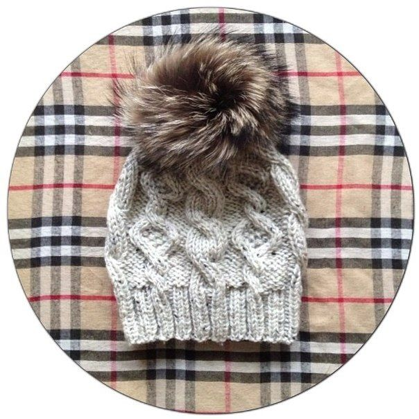 Knitted hat made of tweed yarn