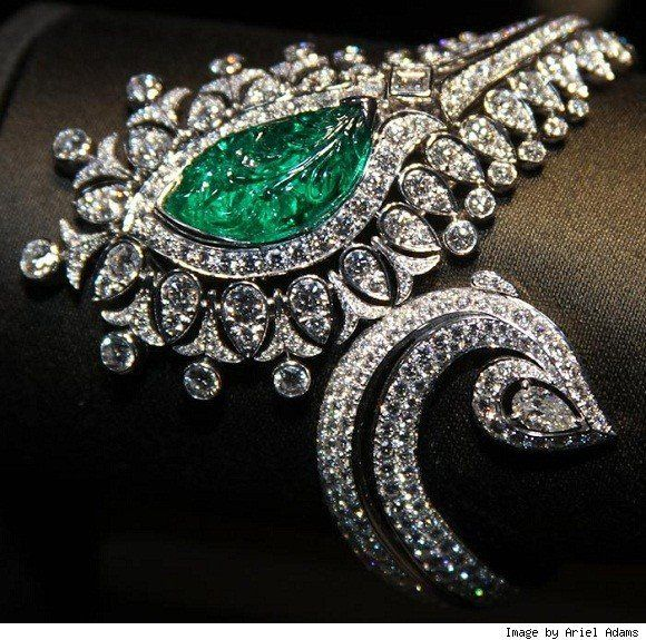 Emerald and Diamond Bracelet set in 18K White Gold. Contemporary Design with a h…