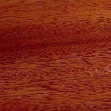 Este tipo de madera se llama CAOBA y la utilizamos para hacer muebles con estilo rústico, instrumentos musicales...