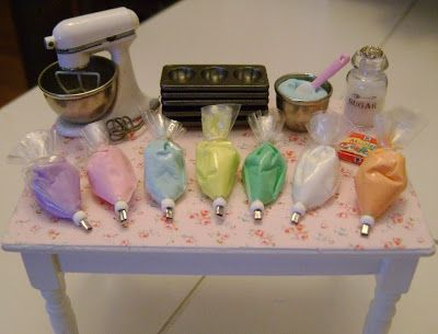 Baking In Miniature...so cool tiny, tiny dollhouse stuff