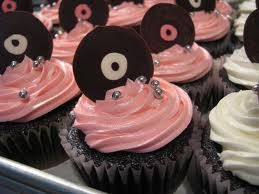 Mini record cupcakes. Made these for a rock and roll shower. So cute! Also made these for their rock and roll wedding displayed on record cake stand! Awesome! B