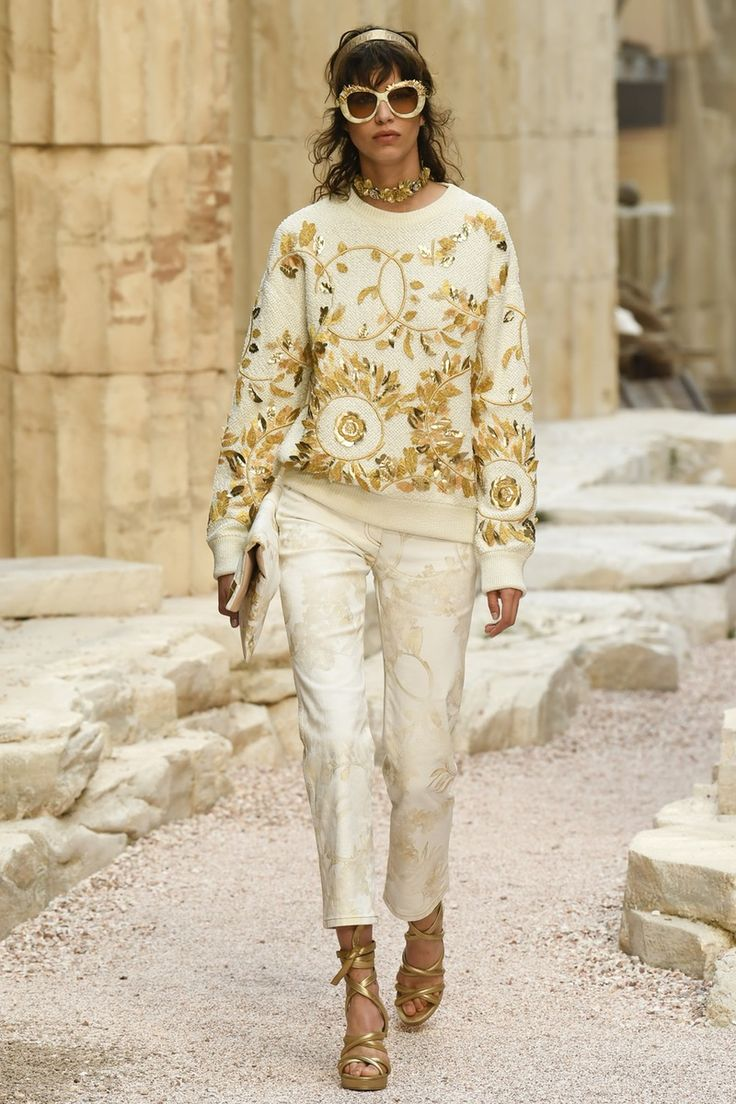 Chanel | Cruise 2018 | Look 67