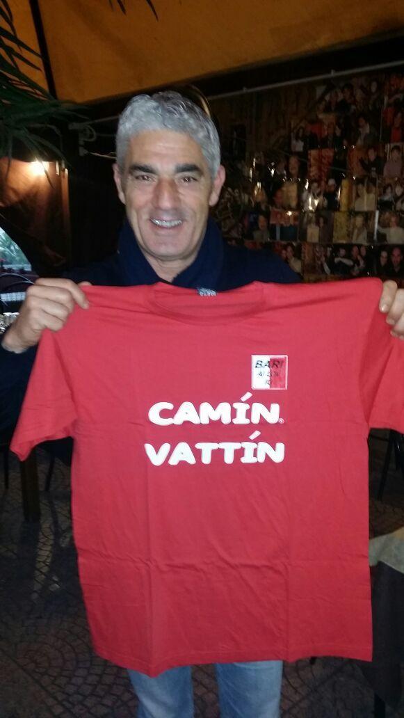 """BIAGIO IZZO - Le T-shirt """"Camin Vattin"""" sono in vendita presso il negozio BIDONVILLE Via Melo 224 a Bari - tel. 080-9905699 (consegna in tutta Italia e all'Estero con spedizione postale)"""
