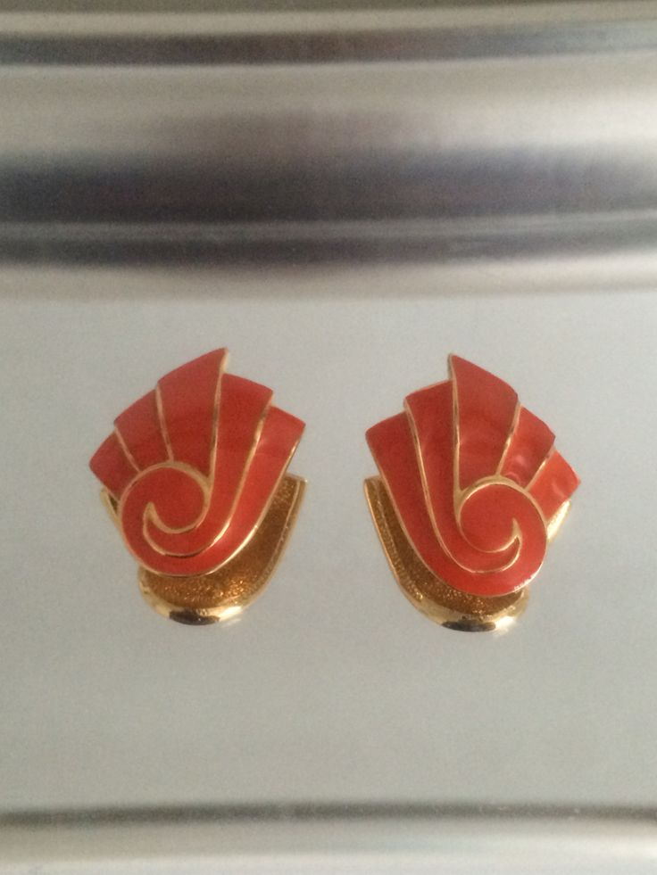 Mum got me these #deco style orange and goldtone clip #earrings I love them #retro #1980s #vintageprettythings #vintagelove #vintageearrings #recycledglamour #eco #recycle #ecochic #vintagepinterest #vintageprettypins