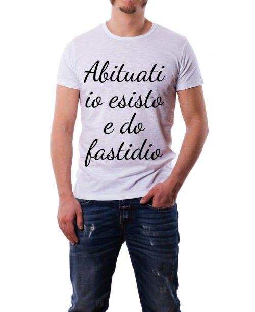 T-Shirt abituati io esisto e do fastidio