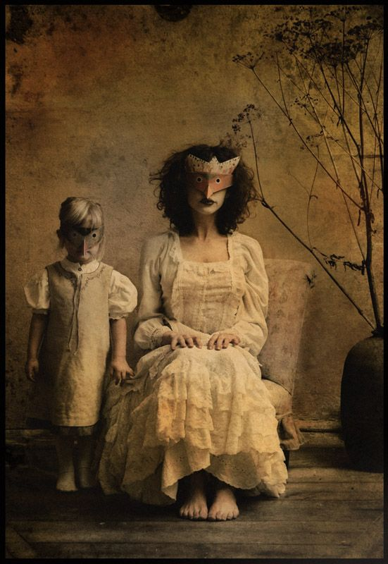 Polish photographer Katarzyna: Katarzyna Konieczka, Artists, Mothers Daughters, Art Photography, Masks, Katarzyna Widmanska, Families Portraits, Masquerades, Antiques