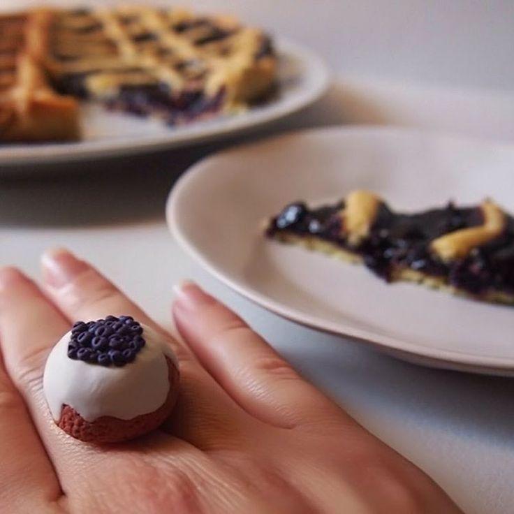 . 「 ANELLO 🍇 Blueberry Cake 」 . Info e prezzi: 👉🏻 Direct ✉️ potpourridsgn@gmail.com 🆓 Spedizione in tutta Italia #️⃣ #potpourridesign #ring #cake #blueberry #crostata #bijoux #creations #handmade #jewelry #anello #torta #gioiello #bigiotteria...