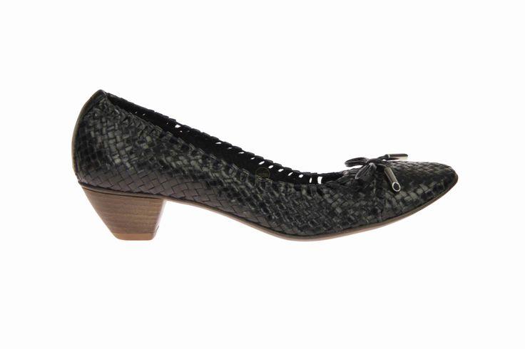 Mooi en fijne ballerina van gevlochten leder in de kleur zwart. #DanieleTucci #Zomer2014 #SchoenenCaramel