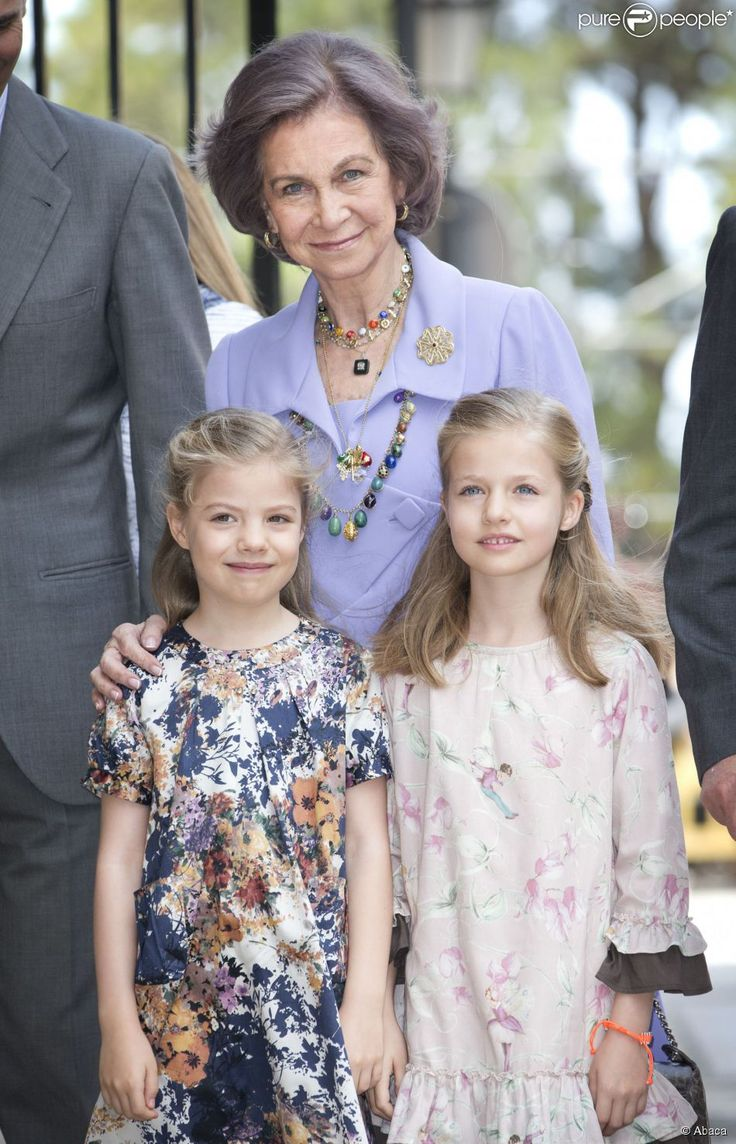 La reine Sofia, les deux princesses Sofia et Leonor lors de la messe de Pâques à...