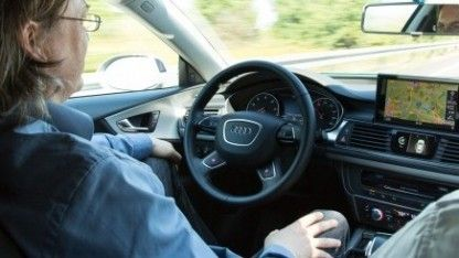 Die Bundesregierung hat einen Gesetzesentwurf für vollautomatisierte Autos beschlossen. Die Pflichten für die Autofahrer bleiben hoch und könnten zu Streitigkeiten mit den