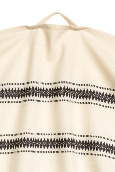 Żakardowa ściereczka kuchenna: Ściereczka kuchenna z niebielonej bawełny w żakardowe paski. Zawieszka na jednym boku.