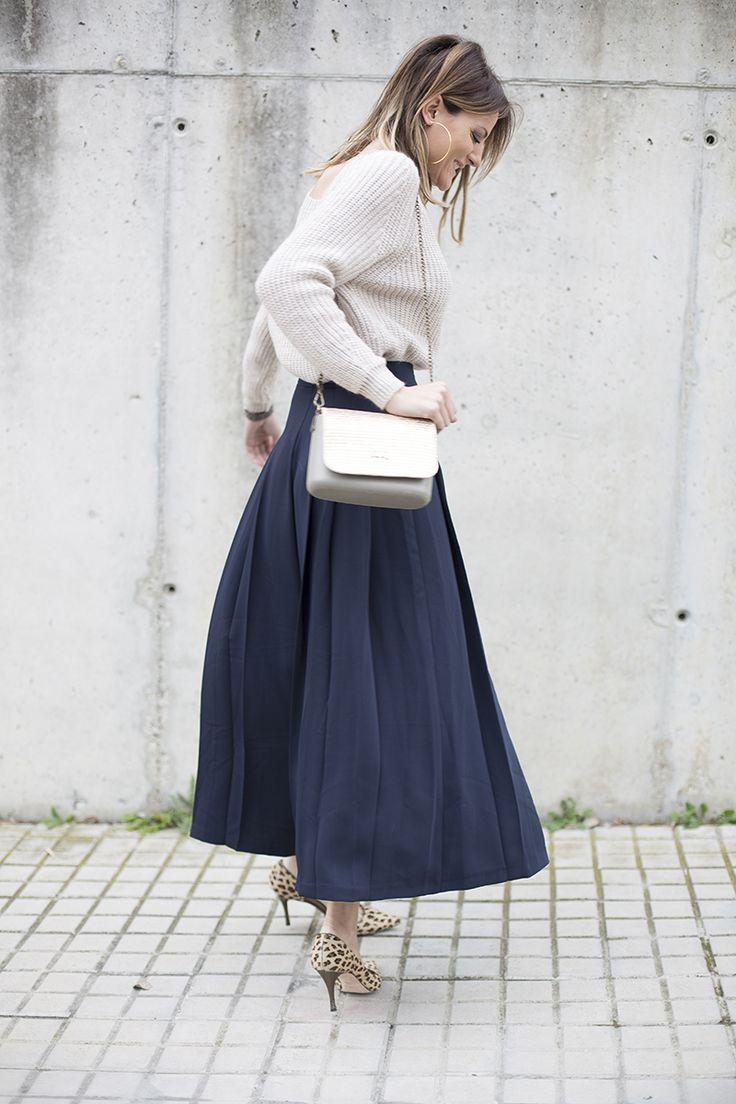 Cristina Blanco del blog Guía de Estilo de @stylelovely con #stilettos #animalprint diseñados por ella misma en Custom&Chic y falda pantalón, dos prendas que combinan a la perfección. Acierto para conseguir estilismos de invierno más formales en tus #totalooks.