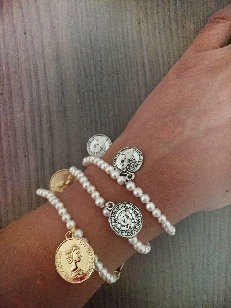 Bracciale boho chic con perle di Malta e monete dorate e argentate di LesJoliesDePanPan su Etsy