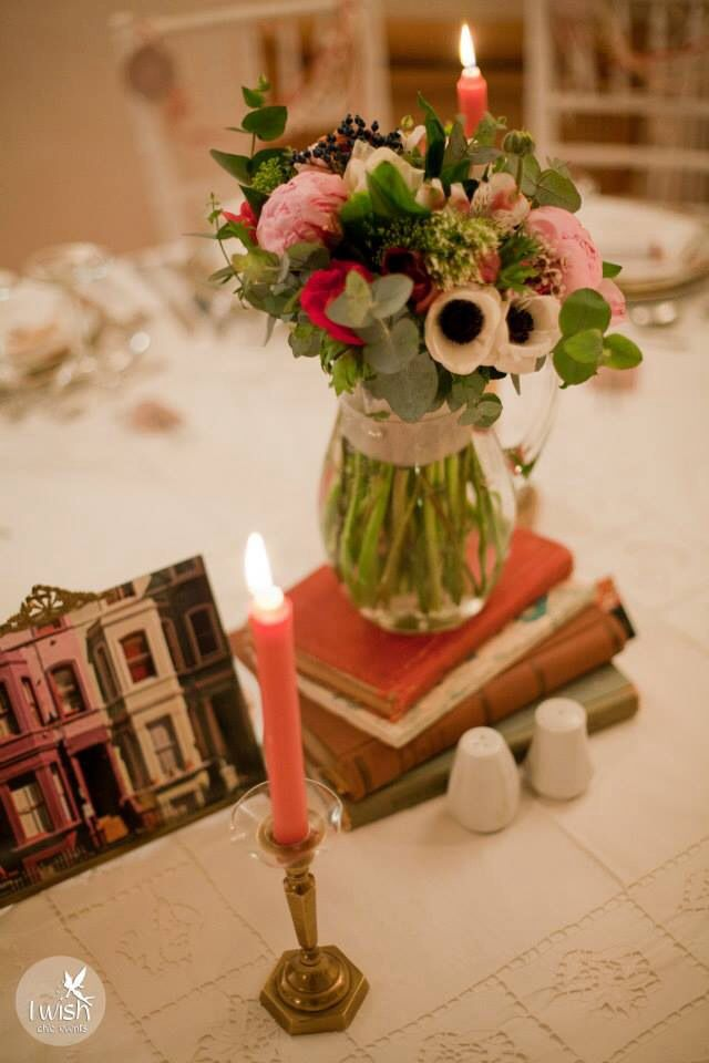 Vintage centerpiece and notting hill in frame  photo @giannis karabagias