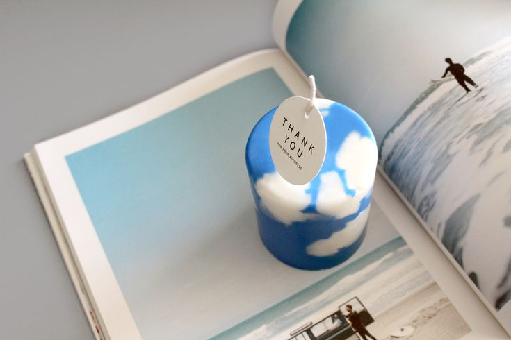 We put blue sky and white clouds in a cube candle. You can image anything like in the sky. ;-)   #candle #design #nature #sky #cloud #interior #handmade #atelier #cocomellow #캔들 #캔들공방 #코코멜로우