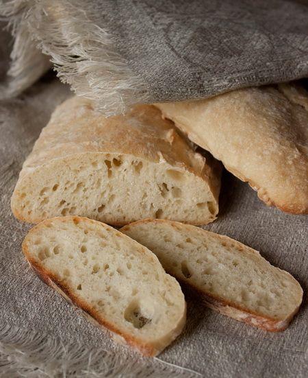 Быстрый хлеб без вымешивания (Чебато) пошаговое фото.Ингредиенты на 3 небольших буханки:    675 г муки  1 ч.л. соли  375 мл теплой воды (максимум 43 градуса)  15 г свежих дрожжей  1 ст.л. сахара