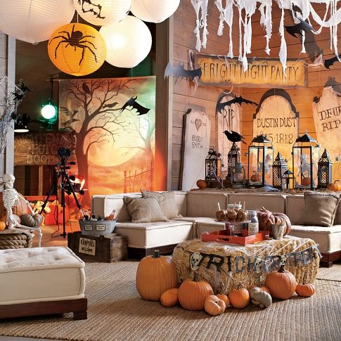 teen bedroom decorated for a small halloween partyleebo said heck yeah