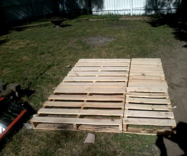This project is a do-it yourself way to build your own low-cost, low-profile bed frame by recycling pallet wood.