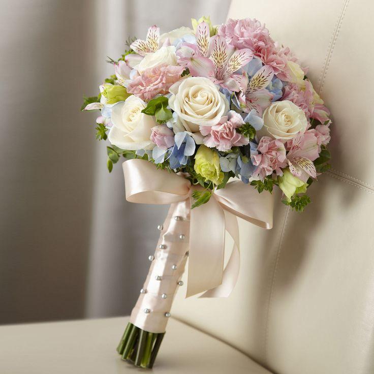 Per tutte quelle donne che per il giorno del loro matrimonio preferiscono dei toni pastello e delicati... Sweet Innocent bouquet for the perfect pastel coloured wedding theme.