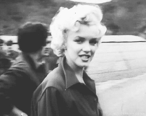 Marilyn Monroe in Korea to perform for the troops,1954  GIF.