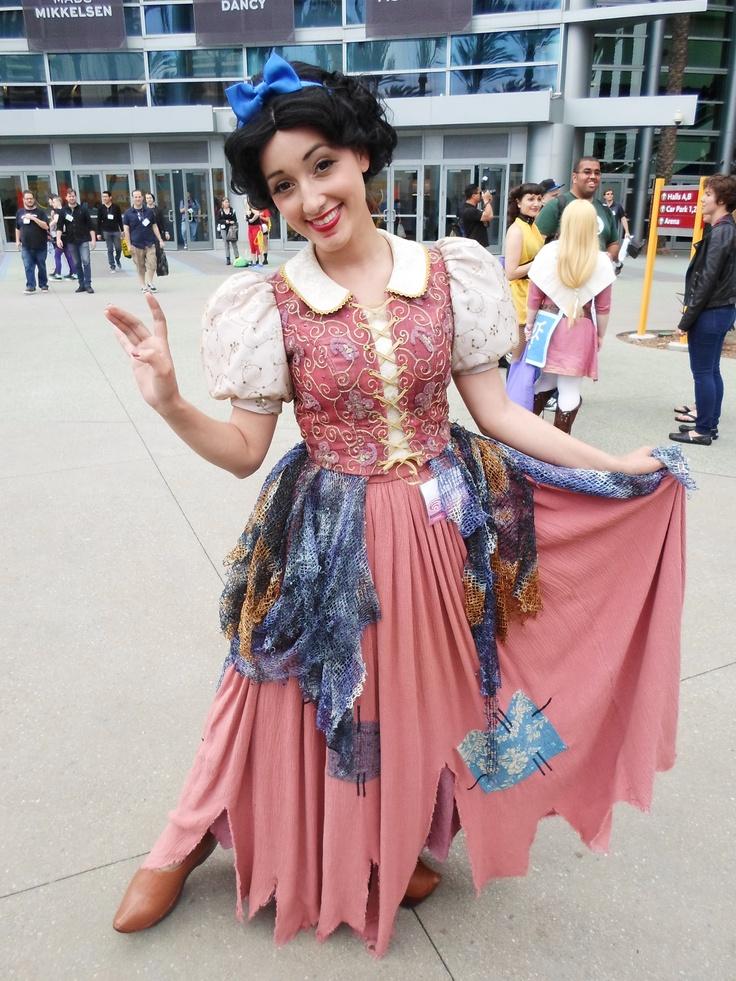 Amazing Snow White Cosplay from WonderCon 2013