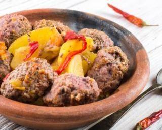 Keftas marocaines aux pommes de terre et piment : http://www.fourchette-et-bikini.fr/recettes/recettes-minceur/keftas-marocaines-aux-pommes-de-terre-et-piment.html