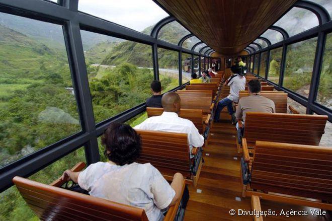 O vagão panorâmico é um dos atrativos do Trem da Vale, que faz o percurso entre Ouro Preto e Mariana