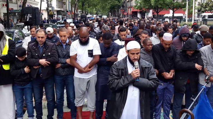 La traditionnelle prière de rue .Clichy/France - 12 mai 2017