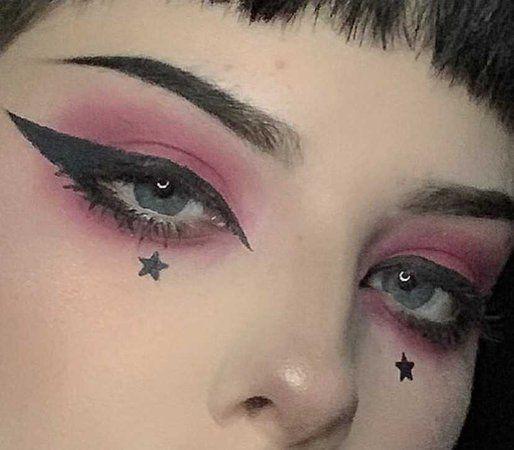 Eye Makeup Glitter, Eye Makeup Art, Makeup Inspo, Makeup Inspiration, Makeup Ideas, Edgy Eye Makeup, Soft Grunge Makeup, Face Makeup, Skull Makeup