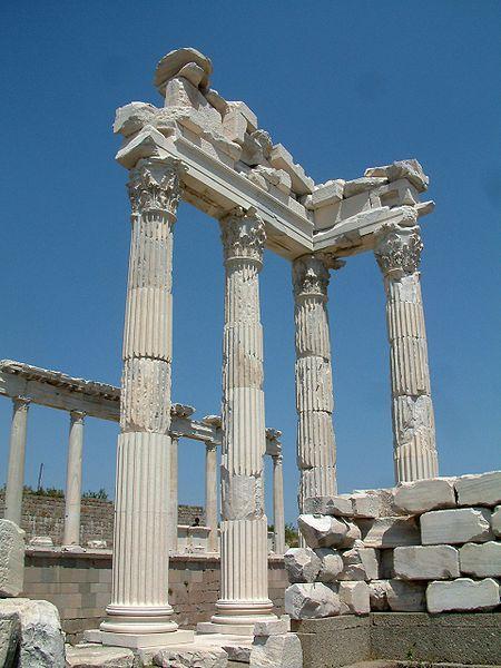 450px-Pergamon_Trajan_Temple_RB2.jpg (450×600)