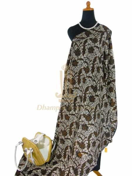 IDR: 150k | Kain Batik Cap | Motif: Sogan Jogja | Ukuran kain: 2m X 1,15m | Kode: 333 | Note: Item dijual tidak termasuk tas dan kalung yang terlampir di foto. #batik #dhamparkencono #solo #indonesia #boutique #batikcap