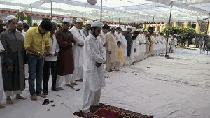 #FF ww. incl against EVIL #Daesh: #Shoulder2Shoulder S2S United #Sunni #Shia #EidMubarak Namaz in #Lucknow: http://timesofindia.indiatimes.com/city/lucknow/Shia-Sunni-stand-together-for-Eid-namaz-in-Lucknow/articleshow/49101036.cms