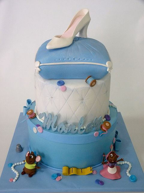 Cinderella cake. Love the hat box for the bottom layer.